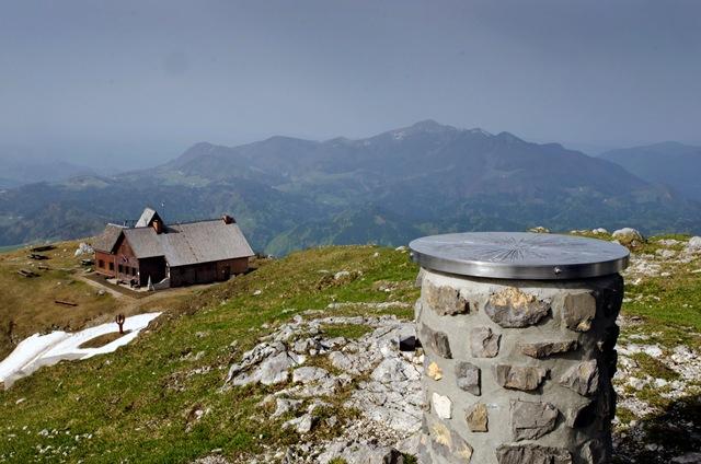 Ratitovec - razgled z Gladkega vrha proti Krekovi koči